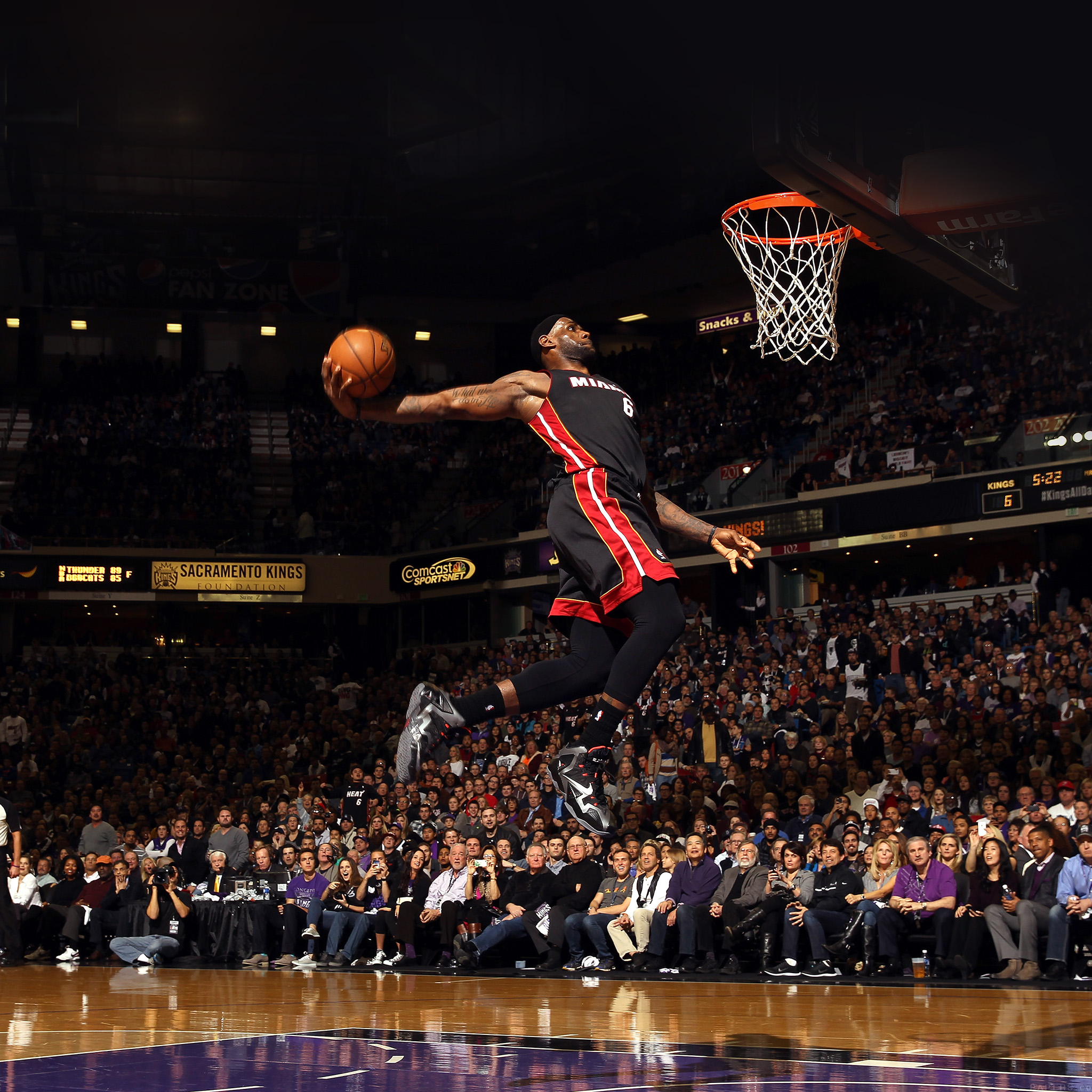 Ipad lebron james dunk nba free apple papers sacramento ca december 27 lebron james 6 of the miami heat dunks the ball during their game against the sacramento kings at sleep train arena on voltagebd Images
